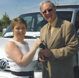 Amanda Jones from Bausch & Lomb presenting Dr Gordon Watson of SERT with the keys to a new vehicle