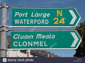 generic-irish-road-signs-for-waterford-n24-and-clonmel-in-cahir-co-BXA5TJ
