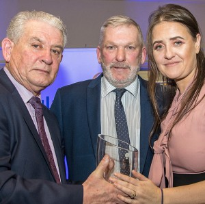 Paddy Joe Ryan and Helena Byrne (The Local Bar), present the Hall of Fame Award to Mount Sion's Pat McGrath