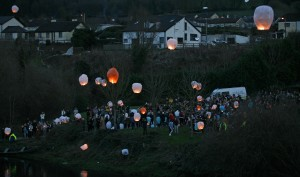 A Vigil was held in memory of the late Elisha Gault on Wednesday evening last alongside the River Suir at Carrickbeg. Lanterns were released, candles were lit while members of the Carrick-on-Suir River Rescue Team who were also in attendance.| Photo: Anne-Marie Magorrian