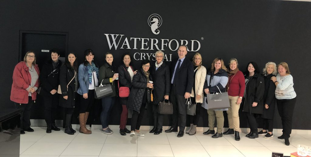 David McCoy (seventh right) welcomes US travel agents to the House of Waterford Crystal; also pictured are Hillarie McGuinness, Tourism Ireland (centre); and Letty Cronin, Fáilte Ireland (right).