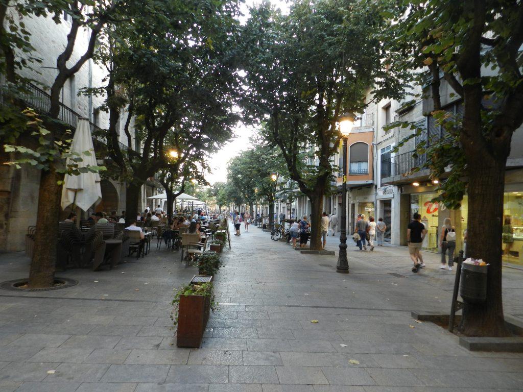 Girona shopping area.