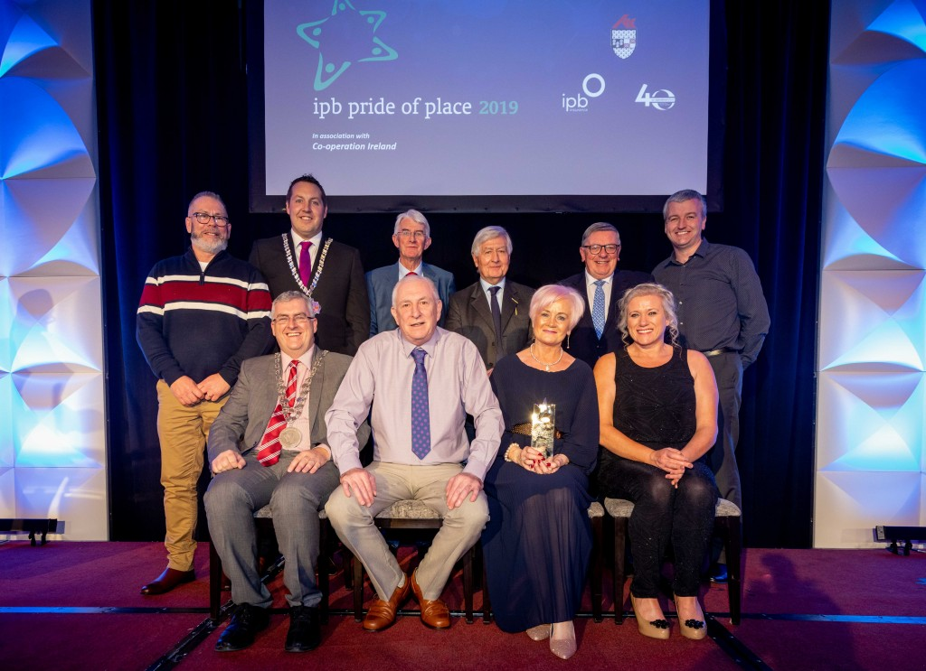 Winners of the Urban Neighbourhoods / Villages with a population under 1,000, Alexander St, Waterford pictured with Cathaoirleach of Kilkenny County Council Cllr Peter Cleere; Tom Dowling, Chairperson, Pride of Place; Dr Christopher Moran, Chairman Co-operation Ireland and George Jones, Chairman, IPB Insurance.