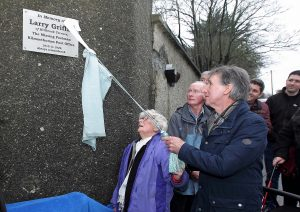 Bridie Griffin, daughter-in-law of Larry Griffin, The Missing Postman unveils the plaque helped by her son Willie Griffin.